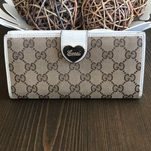 Gucci monogram Heart wallet